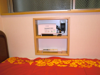 施工例:ベッドサイドの埋め込み小物入れ!