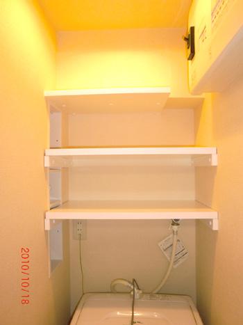 施工例:作りつけの吊り棚を設置