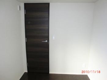 左開きのドアを引き戸に変更(施工前)