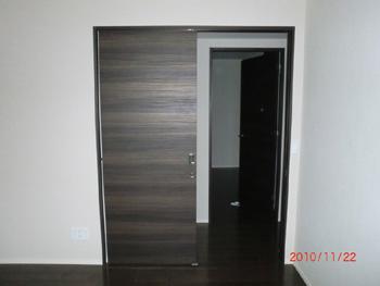 右開きのドアを引き戸に変更(施工後)